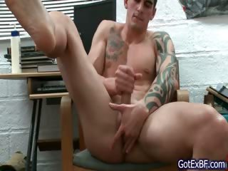 Awesome muscled and tattoed hunk wanking