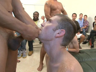 Turn this way skinny namby-pamby dude desires to fill his mouth with a thick sperm