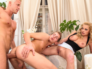 Youthful bi pair take an hitchhiker nearly home increased by be captivated by him !