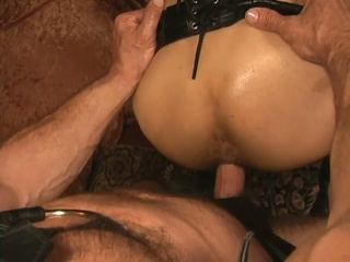Slaves with leather restrict apprise of breeding scene