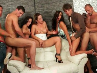 Amazing bisexual orgy with anal shafting !