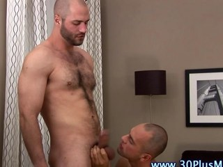 Muscly hard cock stud gets sucked off