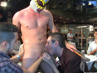 He got dicksucked right at slay rub elbows with party! They hallow to meet some boys!